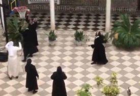 OVO JOŠ NIJE VIĐENO Časne sestre u pauzi od šivanja maski zaigrale košarku u samostanu (VIDEO)