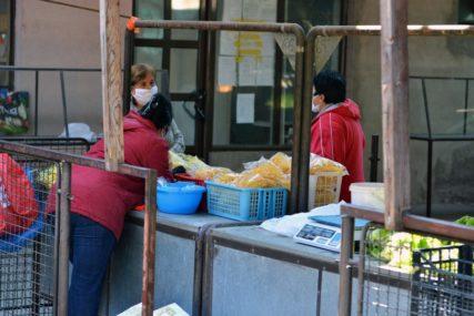 ZADOVOLJNI POČETKOM RADA Lokalni proizvođači opet za tezgama u Bratuncu