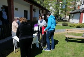 HUMANOST NA DJELU Kolo srpskih sestara podijelilo danas 40 paketa pomoći