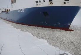 Dvadesetak ljudi prešlo na jednu stranu broda: Utopilo se sedam osoba zbog selfija, nestalo dvoje ljudi