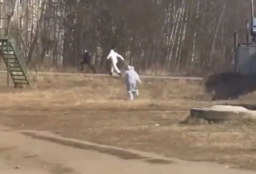 BIZARNA SCENA U RUSIJI Sumnjaju da je zaražen korona virusom, a on BJEŽAO OD LJEKARA (VIDEO)