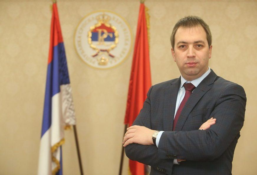 """PRAZNIK ZA PONOS SVIH SRBA"" Selak pozvao građane da istaknu zastave"