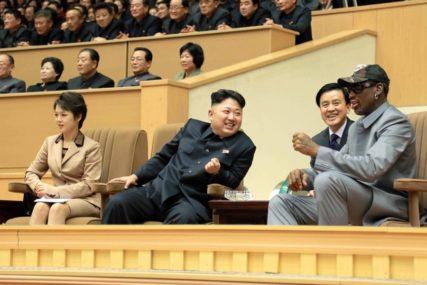 ZABRINUTI ZA NJEGOVO ZDRAVLJE Pompeo: Pratimo situaciju oko Kim Džong Una