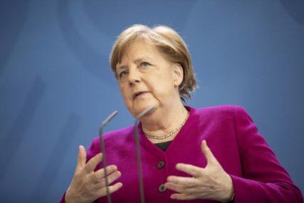 """USPON """"RUŽNOG PAČETA"""" MEĐU VOĐAMA Kako je jedan korona govor VASKRSAO Angelu Merkel"""