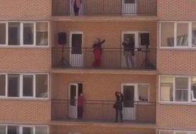 ODLIČAN POTEZ Operska diva pjevala sa balkona, priznala da je ideju dobila od NOVINARA (VIDEO)