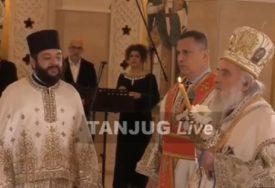 HRISTOS VASKRSE Patrijarh Irinej služi liturgiju u kripti Hrama Svetog Save (VIDEO)