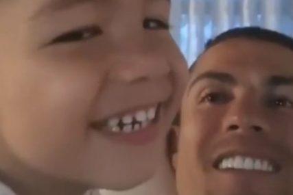 """""""KAKAV OTAC, TAKAV SIN"""" Kristijano Ronaldo razgalio mnoga srca (VIDEO)"""
