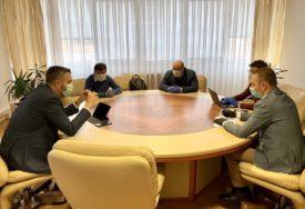 DONACIJA I ZA BUDUĆNOST Stiže 1.000 računara za učenike iz 20 nerazvijenih opština u Srpskoj