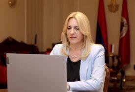 """""""ZNAČAJNA ULOGA PREDSTAVNIŠTAVA"""" Predsjednica Srpske na video konferenciji sa srpskom dijasporom u SAD"""