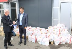 POMOĆ ZA ONE BEZ PRIMANJA Pakete dobilo 65 demobilisanih boraca Vojske Srpske