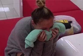 """""""MAJKO, ŠTA SAM SKRIVILA"""" Anabela imala nervni slom, bacala se na pod i jecala (VIDEO)"""