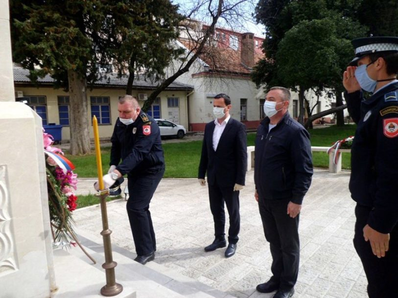 Obilježen Dan policije u Trebinju: Cvijeće i svijeće za one koji su život dali za RS