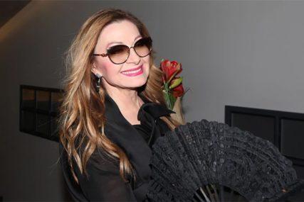 Danica Maksimović zanosna i u sedmoj deceniji: Pozirala nasmijana i poslala VAŽNU PORUKU (FOTO)
