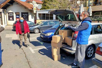 ZA HIGIJENU ZGRADA Stanarima podijelili 50 paketa zaštitne opreme i sredstava za dezinfekciju