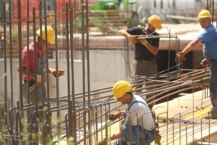 OKO POLA MILIONA NEZAPOSLENIH Skraćeno radno vrijeme spasilo mnogo radnika
