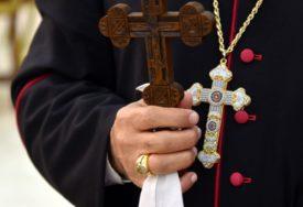 Tjerao djevojčicu da ga POLJUBI U USTA: Sveštenik uhapšen zbog polnog uznemiravanja djeteta