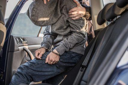 POLICIJA PRIVELA MUŠKARCA U pokolju sjekirom ubijeni trudnica, njen muž i dvije kćerke