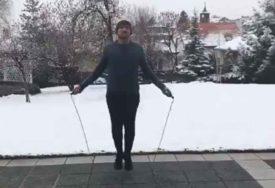 MOŽE I PRESKAKANJE KONOPCA Britanski ambasador u BiHpozvao građane da vježbaju (VIDEO)