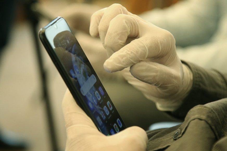 Njoj ništa ne promiče: Kovid aplikacija poslala skoro 700.000 ljudi u izolaciju
