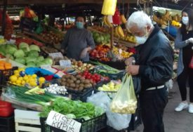 SROZAN PROMET NA PIJACAMA Građani najviše kupuju krompir, kupus i jabuke
