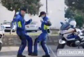HIT NA INTERNETU Policajci iz Pule su OVAKO zaplesali na ulici (FOTO)