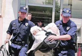PRIVEDEN INSTRUKTOR FOLKLORA Uvukao djevojčicu u salu, pa je neprimjereno dodirivao
