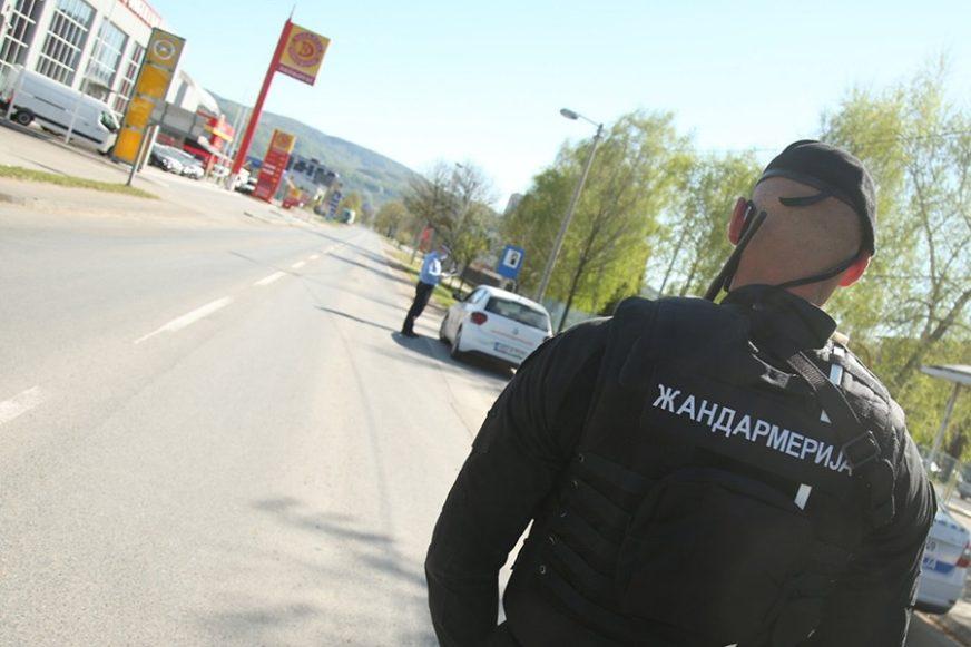 NESAVJESNI NE MIRUJU Zbog kršenja policijskog časa kažnjeno 15 osoba, a 64 zbog nenošenja maski