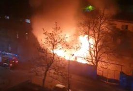 VELIKI POŽAR U SARAJEVU Gori napušteno skladište (VIDEO)