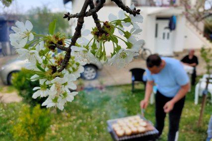 UMJERENO OBLAČNO, ALI TOPLO Dobre vijesti za one koji su se odlučili na roštiljanje za Prvi maj