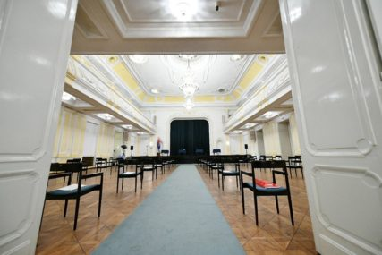 UZ EPIDEMIOLOŠKE MJERE  Koncert  pijaniste iz Beograda Nebojše Maksimovića u Banskom dvoru