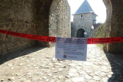 ZATVORENA BANJALUČKA TVRĐAVA Crvena traka upozorava da je zabranjeno okupljanje na Kastelu