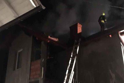BUKTINJA U BANJALUCI Gorjela porodična kuća u Vrbanji, vatrogasci spriječili KATASTROFU (FOTO)
