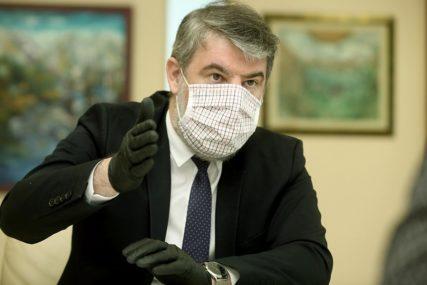 ŠERANIĆ ZADOVOLJAN IMUNIZACIJOM Počela vakcinacija zdravstvenih radnika u bolnici u Gradiški
