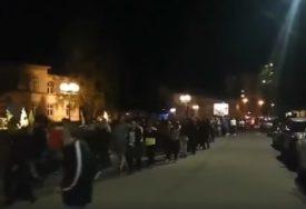 """GRAĐANI VIČU """"MILO, LOPOVE"""" Protesti u Budvi, Podgorici i Beranama (VIDEO)"""