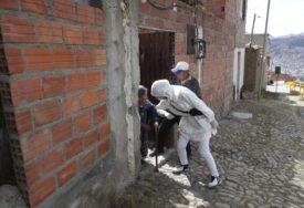 IDU OD KUĆE DO KUĆE Vlasti u Boliviji za koronu dijele besplatno LIJEK PROTIV PARAZITA