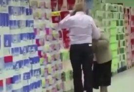 KUNG FU BAKA Muškarac je odgurnuo staricu, a ono što je ona uradila ostavilo je sve BEZ TEKSTA (VIDEO)