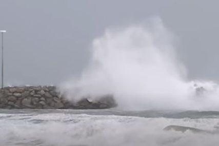 ZATVORENE PLAŽE I PARKOVI Uragan protutnjao Bahamima, ide ka Floridi (VIDEO)