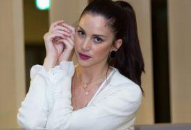 Jeleni se već nazire i trudnički stomak: Biljana Tipsarević posjetila u Dubaiju JEDNU OD NAJBOGATIJIH SRPKINJA (FOTO)