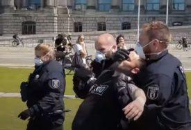 ŽESTOK OBRAČUN U BERLINU Policija hapsila demonstrante protiv mjera zaštite od korone (VIDEO)