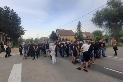 SRAMNI PROTEST Ultradesničari daju podršku članu Levijatana koji je upao u prihvatni centar