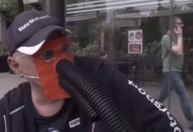 INTERNET SE USIJAO Beogradom šeta čovjek sa SURLOM (VIDEO)