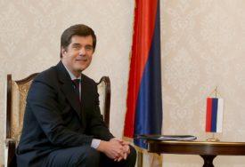 KAO PROBLEM NAVEO I PRODAJU GLASOVA Nelson: Političari u BiH se bogate resursima koji pripadaju građanima