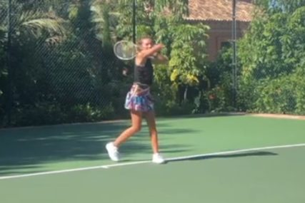 JELENA U SUKNJICI NA TERENU Zbog onoga što je uradila Novak je sigurno PONOSAN (VIDEO)