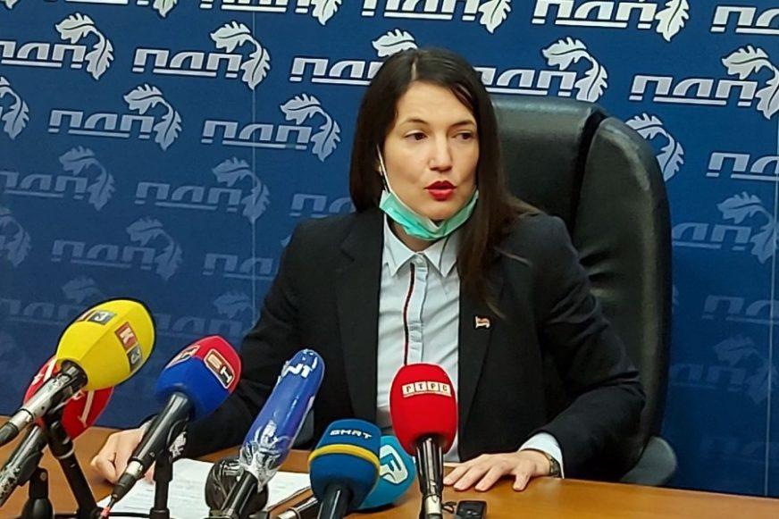 """""""Da nam se ministri NE PREHLADE"""" Trivićeva poželjela Vidovićevoj ugodnu vožnju u novom automobilu, sa grijanjem sjedišta"""
