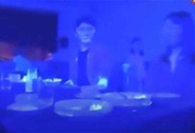 NISMO NI SVJESNI, A VEĆ JE TU Pogledajte kako se korona virus BRZO ŠIRI u restoranu (VIDEO)