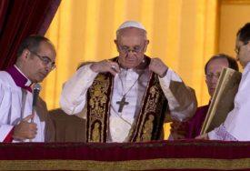 """""""PRIMORAVAJU IH DA ZARAĐUJU"""" Papa ističe da je dječji rad ropstvo"""
