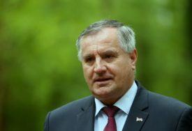 "Višković uputio telegram saučešća ""Naš narod danas oplakuje vladiku Atanasija"""