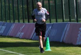 I DALJE OPASAN Mihajlović pokazao zavidan udarac (VIDEO)