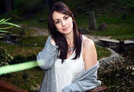 """""""ŽENO, GORI VINOGRAD"""" Sloboda Mićalović u lepršavoj haljinici fanovima ZAVRTILA PAMET (FOTO)"""