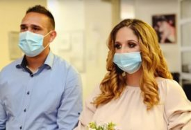 SUDBONOSNO DA POD MASKAMA Uprkos epidemiji Stefan i Sandra su STALI NA LUDI KAMEN